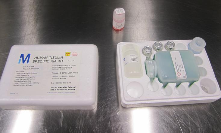 Trousse de dosage radio-immunologique utilisée pour mesurer et quantifier l'insuline dans une étude de laboratoire