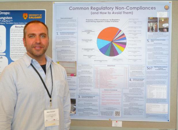 Figure 4: Membre du personnel de la CCSN présentant un exposé à l'École d'hiver de l'organisation canadienne des physiciens médicaux